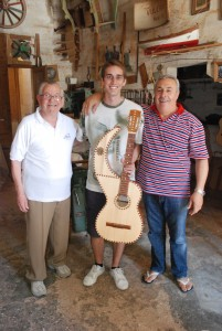 Andy with Crispin Attard (luthier, left) and Kalċidon Vella (prim kitarrist, right)  in Crispin's workshop