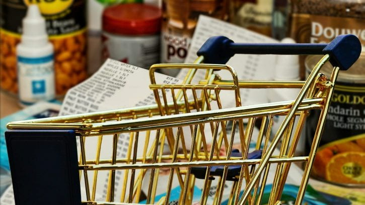 Preview image for the article 7 supermarket tips for savvy student spenders.