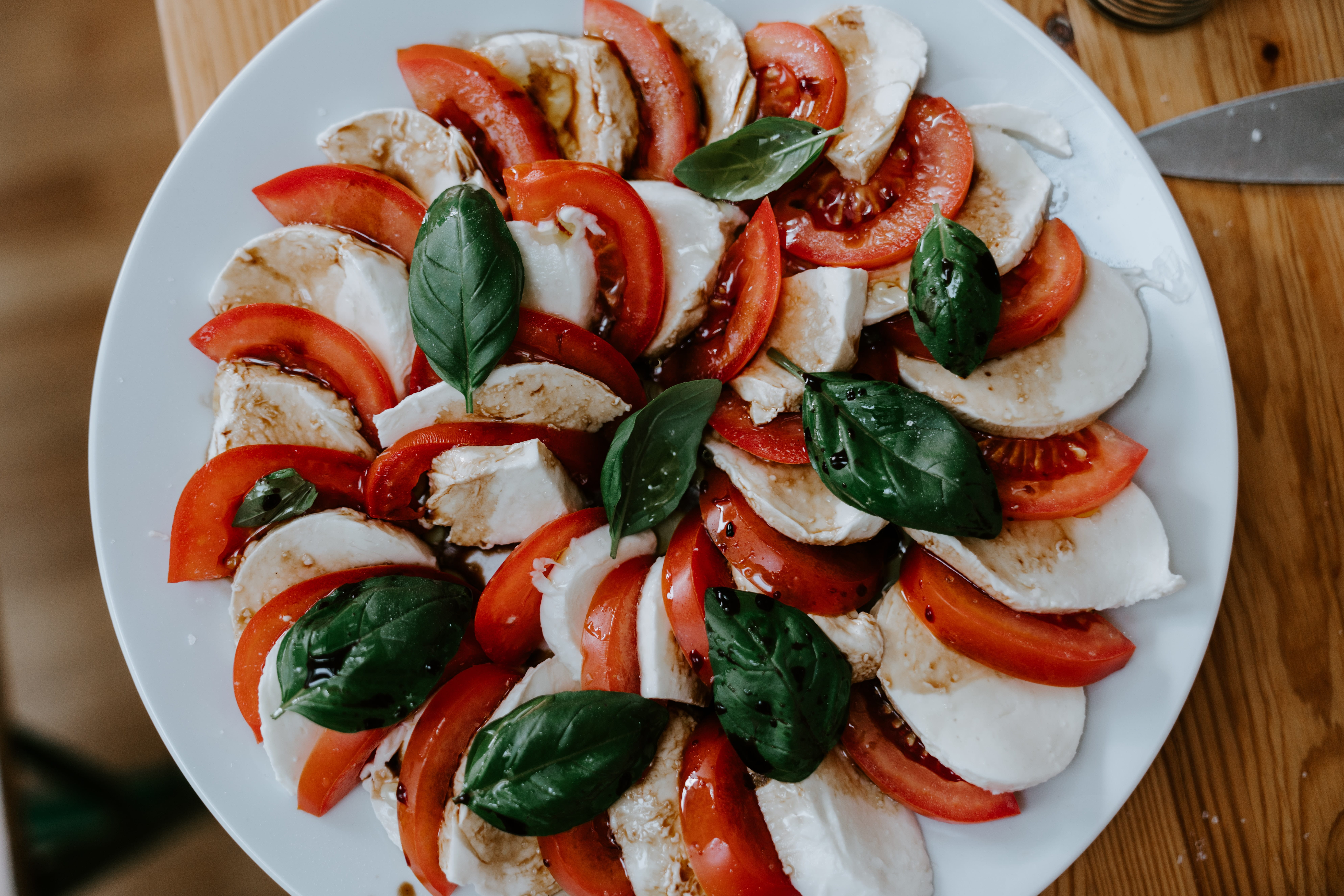 a colourful salad of tomato and mozzarella