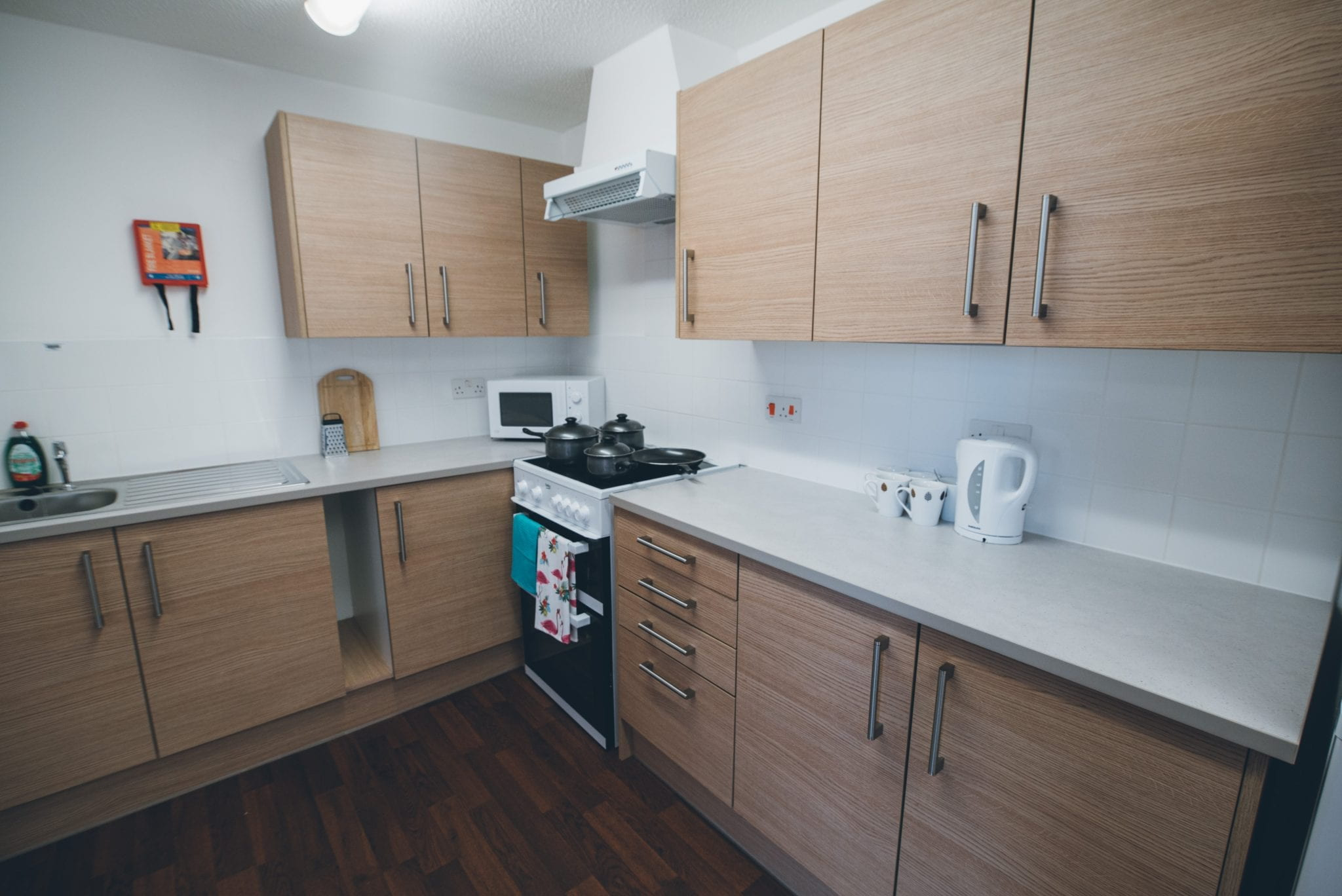 An example Lincoln Courts kitchen showing dining table & chairs, kitchen worktops and cupboards.