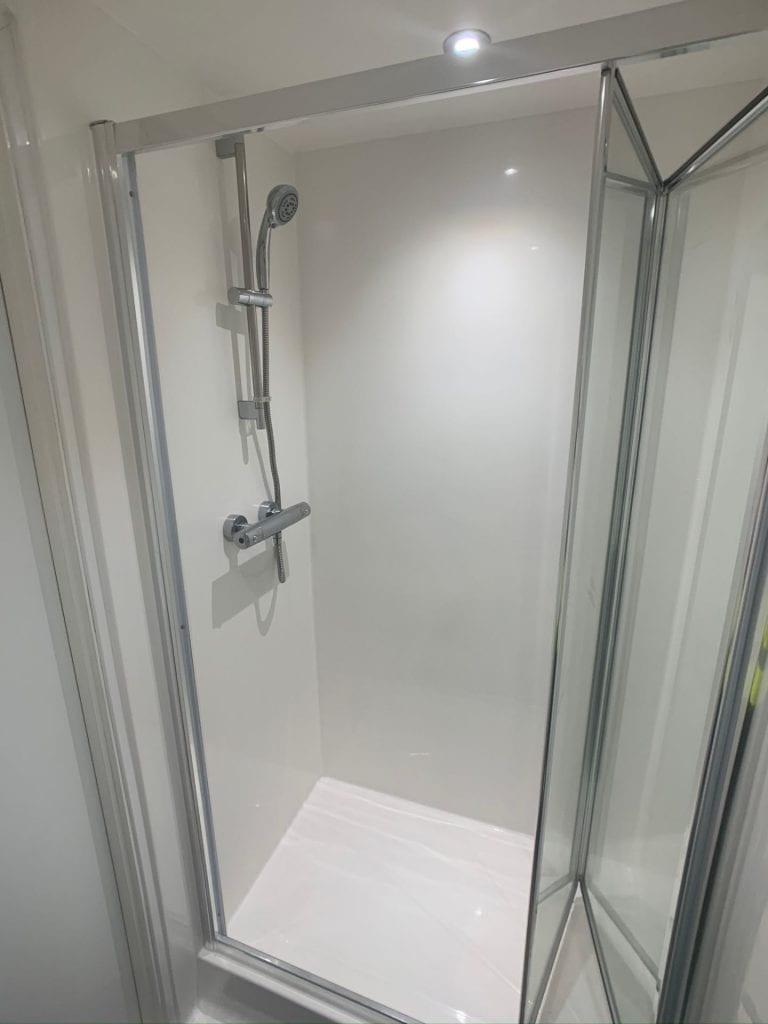 179 High Street en-suite bathroom (unfurnished)