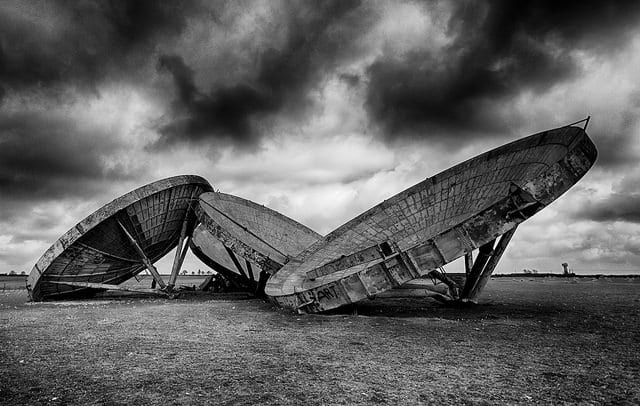 Abandoned antennae dishes at RAF Stenigot, Donington-on-Bain. Photo credit: Darren Flinders, 2015, CC BY-ND 2.0