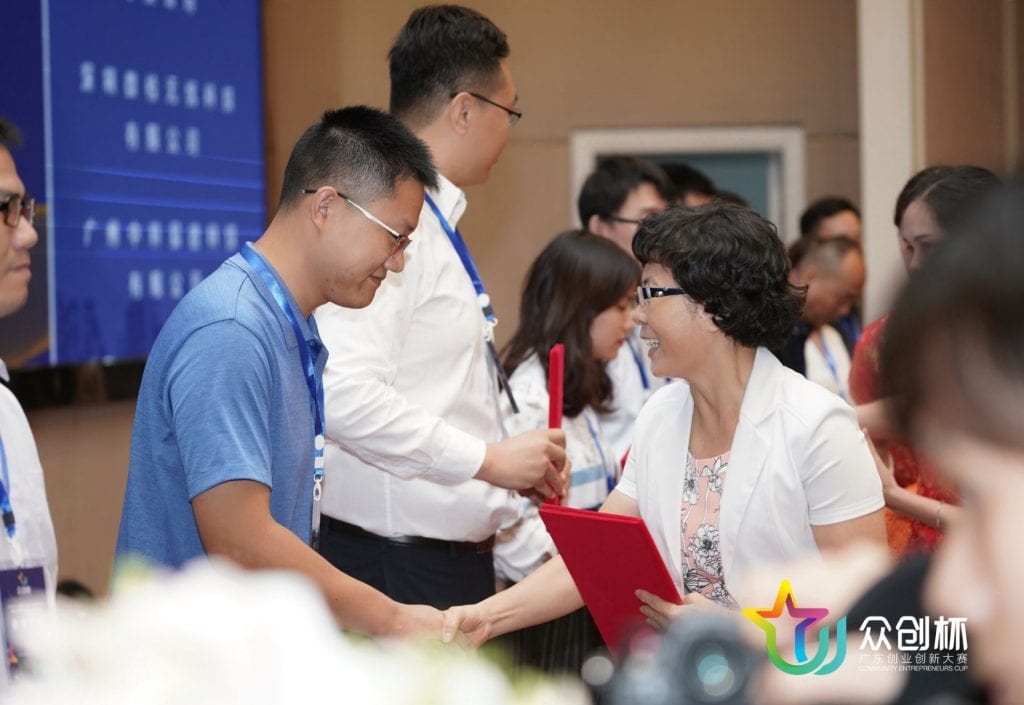 Cheng Hu receiving award at the Guangdong 'Zhongchuang Cup' Entrepreneurship and Innovation Competition