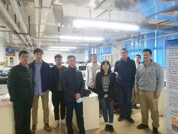 Fang with Prof. Peng and colleagues at Guangzhou
