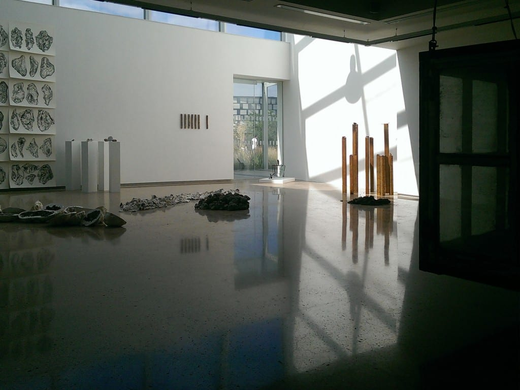'by-product' in Project Space Plus Gallery. Photography by Henning Schulze.