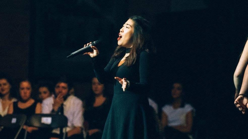 Zoe Yeung singing