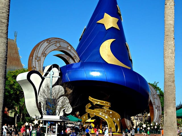 A large blue magaicians hat at the entrance of Disney's Hollywood Studios.