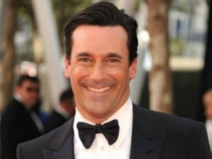 An image of Jon Hamm at the Oscars in a suit and tie.