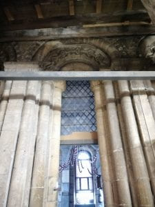 A picture showing an example of Norman architecture in Lincoln cathedral.