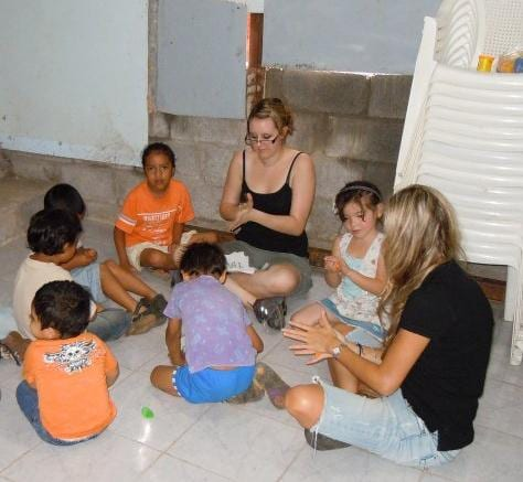 Rachel playing with Costa Rican children