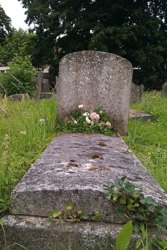 Fanny Parks grave with flowers