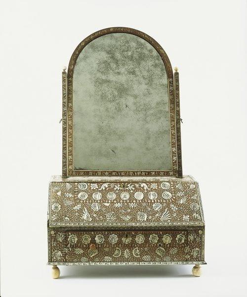 V&A Toilet glass 49 1905