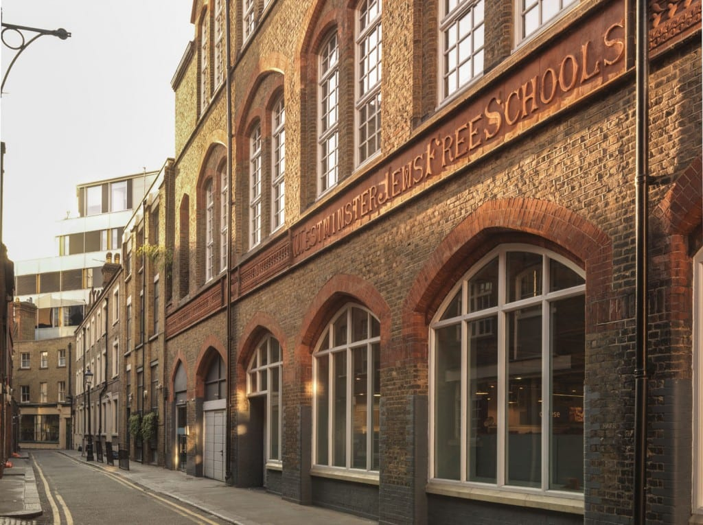 The former Westminster Jews Free School on Hanway Place in 2014 (© Historic England, Chris Redgrave)