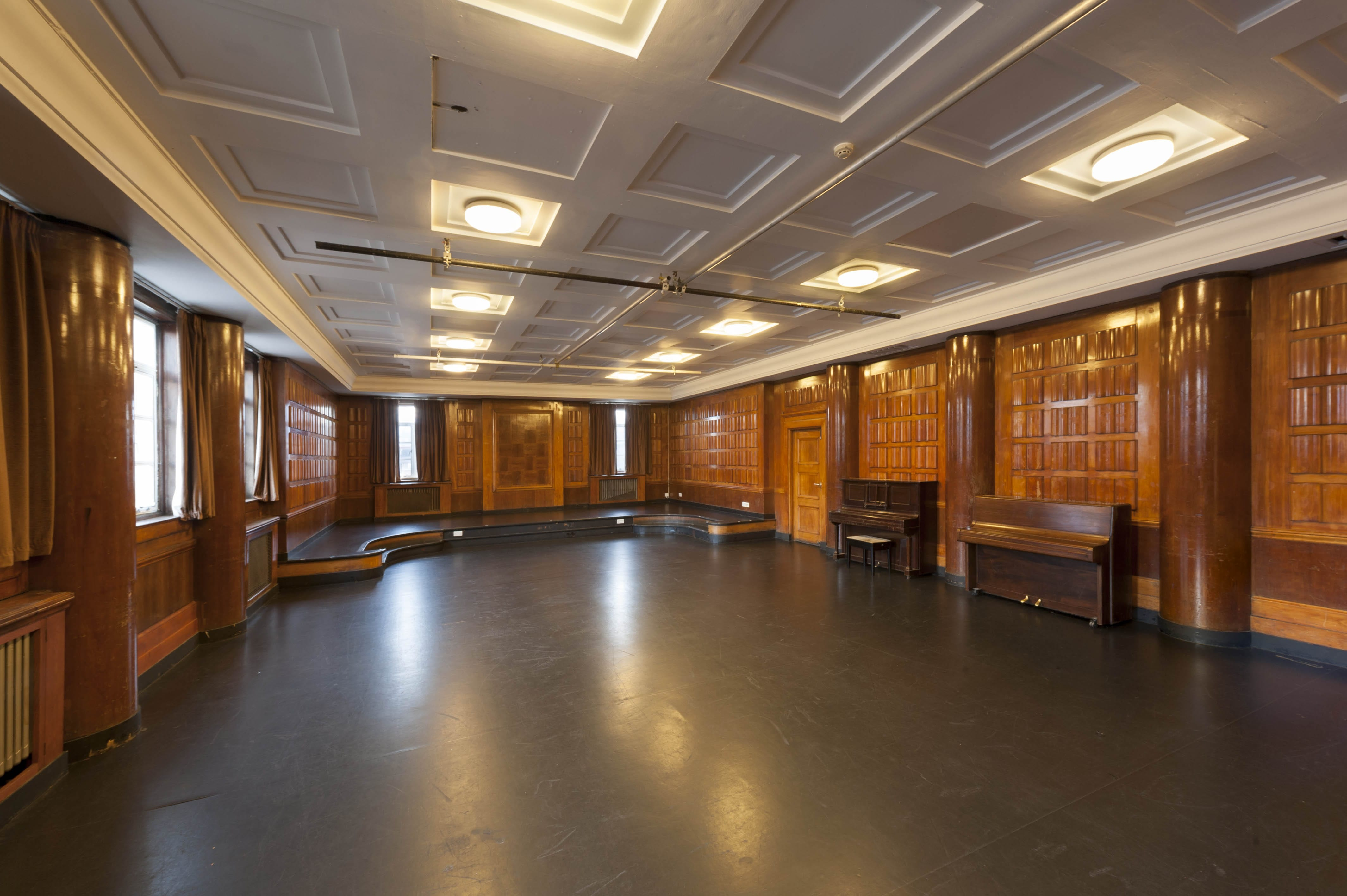 how to make er diagram amazing s musician record online home decorating services The former music room and childrenu0027s court room at Toynbee Theatre.  Photograph by Derek Kendall for the Survey of London, December 2018