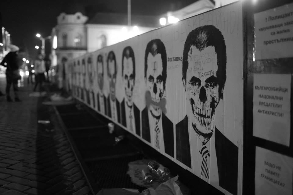 The wall around Parliament branded with caricatures of PM Oresharski          Photo: Vassil Garnizov