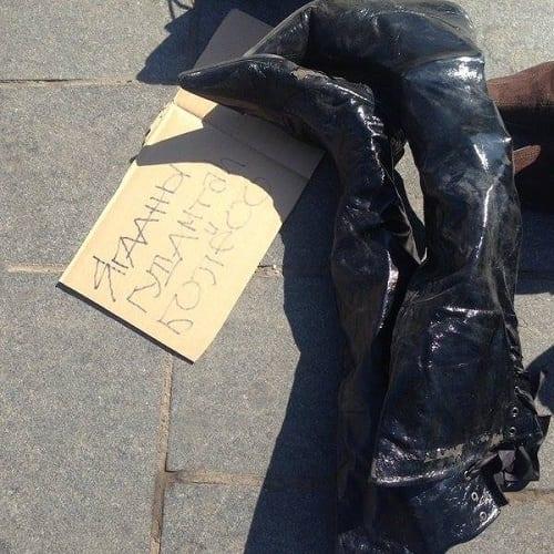 shoe protest 3