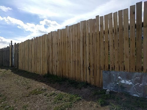 Image 1: A new fence has been set up on a plot of land in the northern areas of the city.