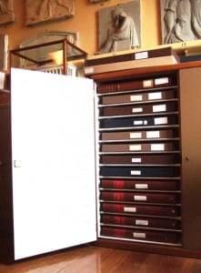 Cupboard with solender boxes