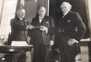 JA Fleming receiving the Kelvin medal. (Image provided by UCL Special Collections Library).