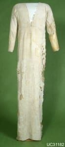 4500-year old linen tunic found during excavations led by Petrie at Deshasheh (UC31182)