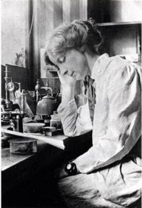 Photograph of Doris Mackinnon in her lab © University of Dundee Archive Services