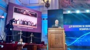 Professor Chris Rapley speaking at Chile's Congreso del Futuro