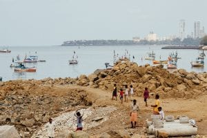 Bak Bay Slum Beach, Mumbai. Copyright Flickr/Adam Cohn