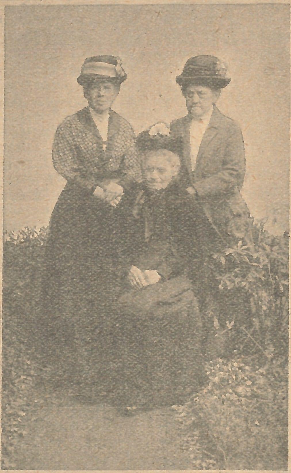 3 deaf ladies
