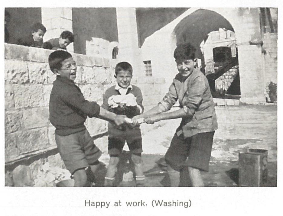 Washing Chapman school-2agznw3