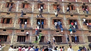 A perilous way to climb to the highest grades, and not one to be condoned!