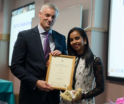 The Vice Chancellor, Nick Petford, and Azmeena Abdulla, East Midlands HLTA of the year.