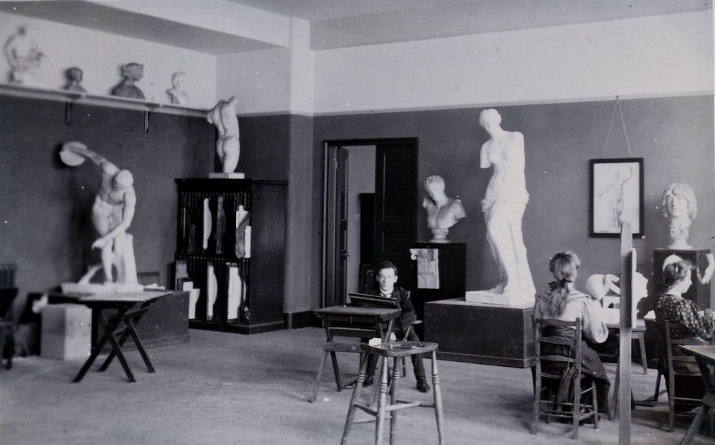 Picture of students sketching plaster cast figures in Goldsmiths College Art School studio in 1908.