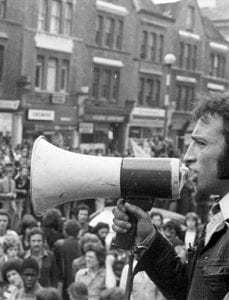Anti-Fascists assemble at the junction of New Cross Road and Clifton Rise, 13 Aug. 1977 (© Chris Schwarz)