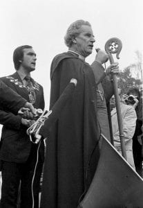 The Bishop of Southwark, Mervyn Stockwood, at the ALCARAF Rally, the Major of Lewisham behind.13 Aug. 1977(© Chris Schwarz)