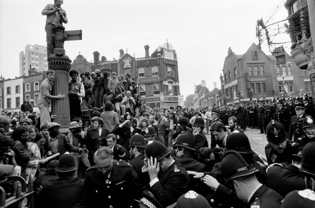 Police attempting to clear anti-racist protestors from Clifton Rise, 13 Aug. 1977 (© Peter Marlow)