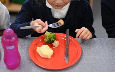 UK schools are told not to provide free meals for their students at half-term