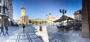 Den gamle bydel i Prag, hvor de fleste af universitetes bygninger ligger er normalt pakker med turister, men tidligt på dagen kan man være heldig at have byen næsten for sig selv.