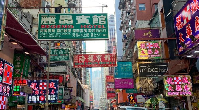 HONG KONG – kontrasternes by