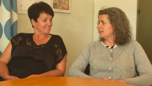 Tina Sørensen og Christina Madsen fra Hedelyskolen i Greve, startede for fire år siden samtalegrupper for skilsmissebørn Foto: Isabel Gebuhr og Janek Majewicz