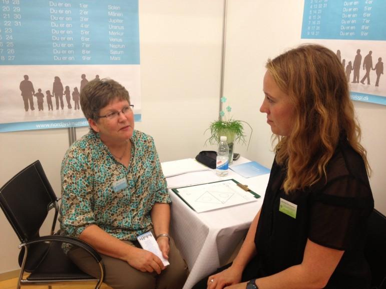 Solveig Kolstad taler med en numerolog.