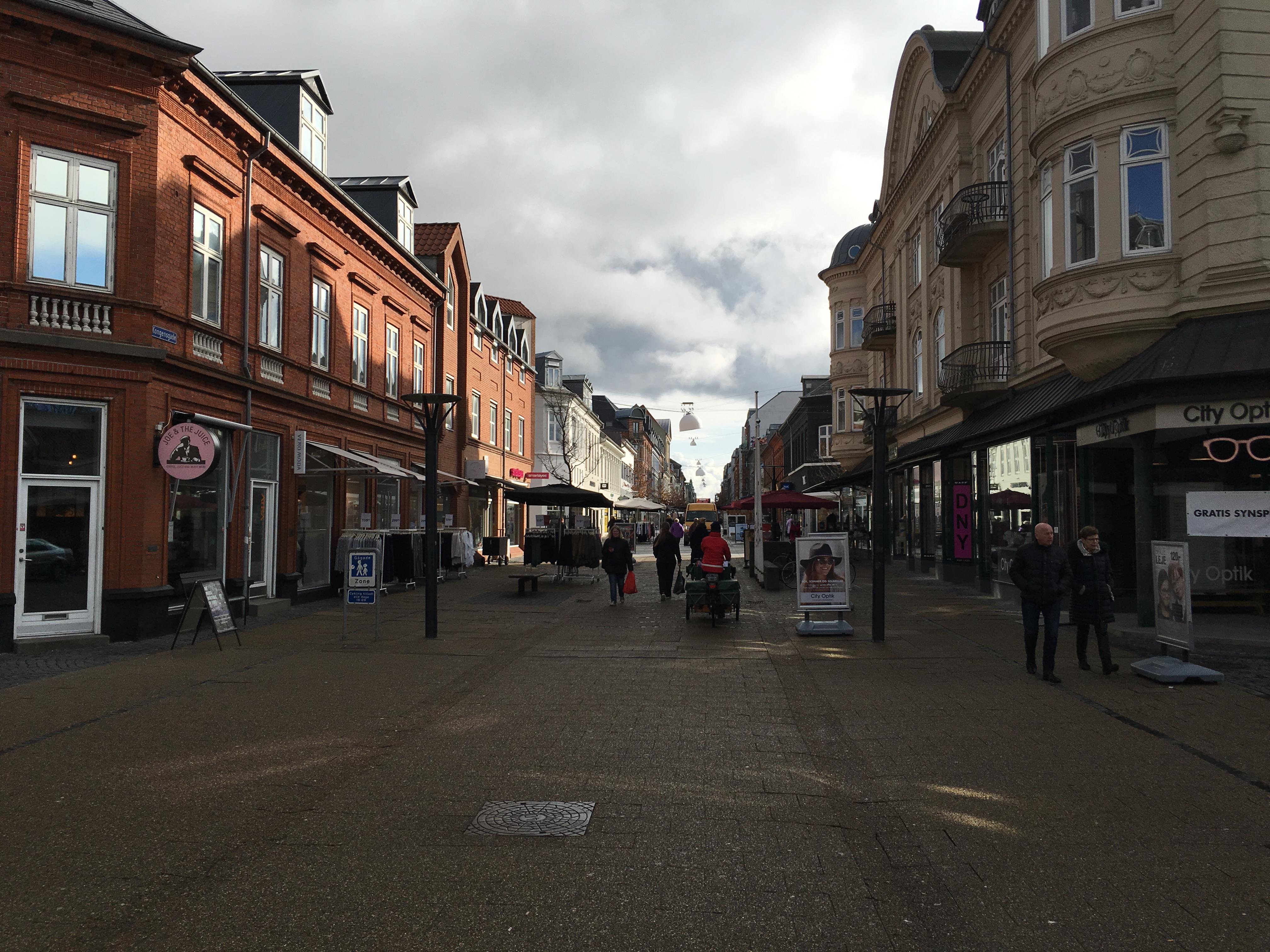 f0ac4eb3a35c Danmarks længste gågade skal ifølge Esbjerg Kommune være med til at lokke  cirka 5.000 indbyggere til