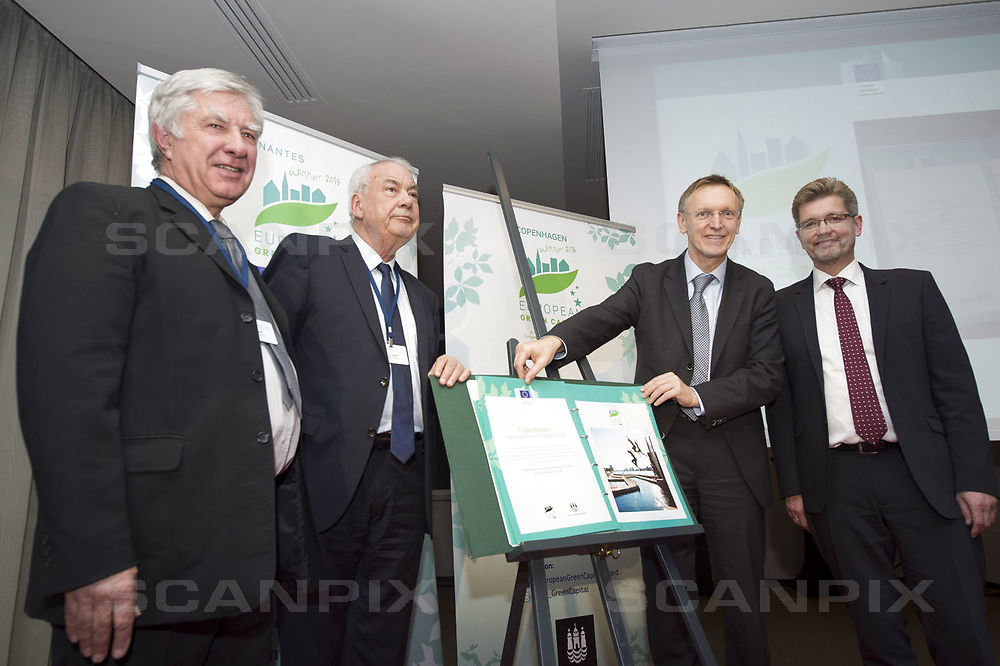 Daværende overborgmester i København, Frank Jensen, tog i december 2013 imod prisen for Europas grønne hovedstad. Det var blandt andet for Københavns store indsats for at få flere til at cykle. Foto: Erik Luntang.