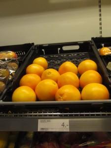 Selvom Fakta i Ringkøbing tirsdag morgen måtte trække deres grapefrugter fra Zimbabwe tilbage, er det stadig muligt at købe den beske frugt i butikken. Fakta har nemlig også grapefrugter fra Sydafrika.