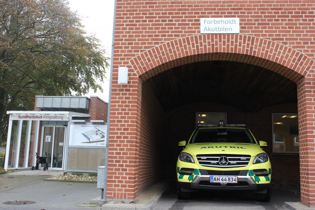 Hos Ringkøbing Sundhedshus er akutbilen den hurtige hjælp til den syge i byen. Og den hurtige hjælp er ofte den rigtige hjælp.