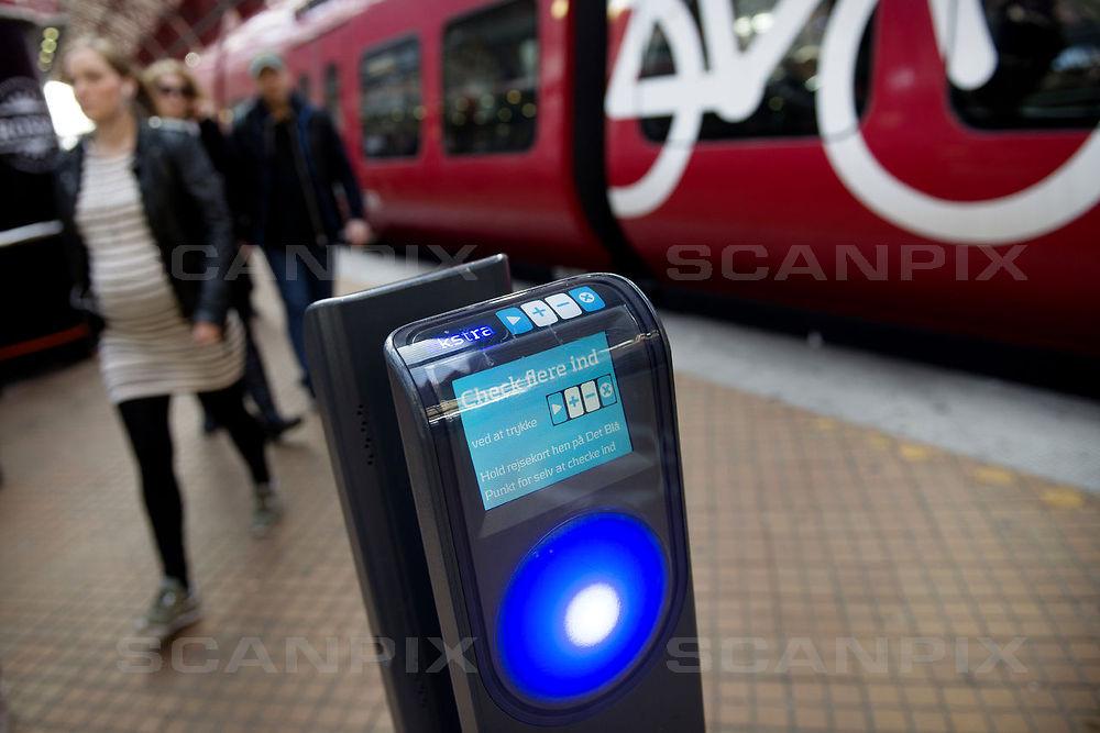 Fra d. 29. oktober vil det i Holstebro være muligt at betale med rejsekort, når man tager bussen i skole eller på arbejde. FOTO: Scanpix.