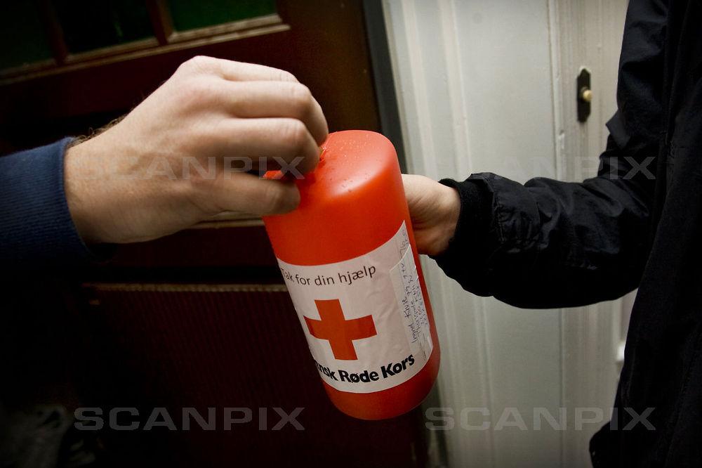 Hos Røde Kors håber man at få fyldt de røde raslebøsser, når deres årlige landsindsamling afholdes på søndag