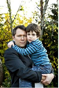 Barnet har brug for både en kvindelig og mandlig kontaktperson for at forme sig bedst muligt. Modelfoto