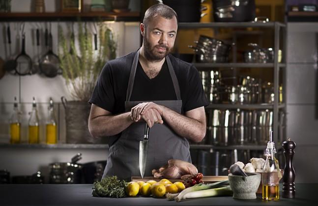"Bo Bech gør det bedre end han plejer i TV3's nye underholdningsprogram ""Køkkenkrisen"""